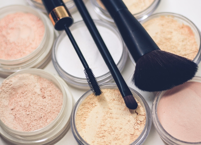 顔汗に強い化粧品の選び方